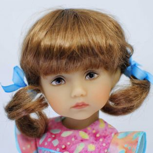 BONEKA Monday's Child BROWN EYES Lizzie 25cm Doll